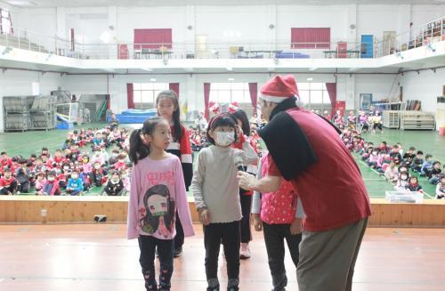 1091217慶祝聖誕節~1_201222_28.jpg