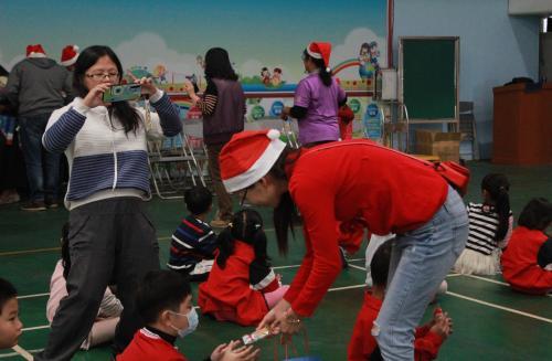 1091217慶祝聖誕節~1_201222_114.jpg
