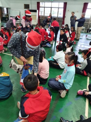 1091217慶祝聖誕節~1_201222_200.jpg